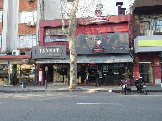 Locos De Asar: Fachada do restaurante