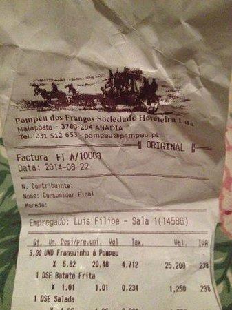 Anadia, Portugal: Factura para 3 miniaturas de frango requentado muito mau