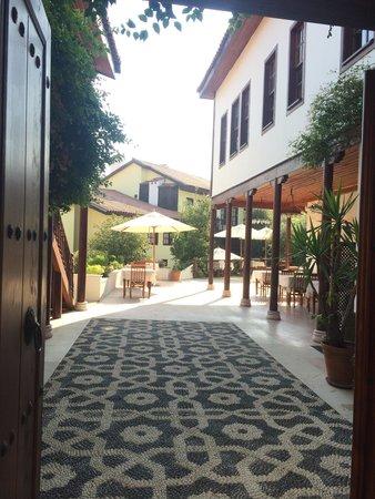Tekeli Konaklari: One of the entrances