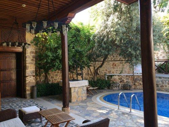 Tekeli Konaklari: Seating by the pool