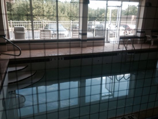 Sleep Inn & Suites : Drained pool-the only reason we even stayed! Disappointed