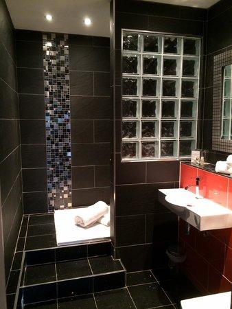 Cricklade House: Suite 88: Ensuite Shower Room
