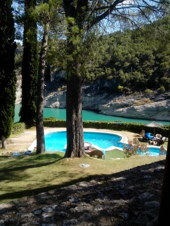 Hotel Isla Entrepeñas: la piscina
