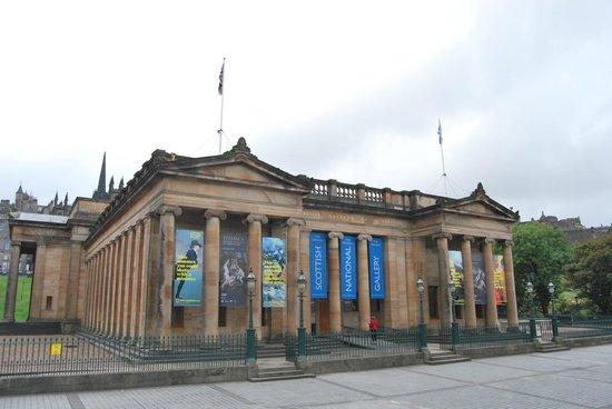 Scottish National Gallery: Vista de la Entrada de Museo