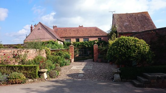 Pauntley Court Luxury Bed & Breakfast: The Entrance...