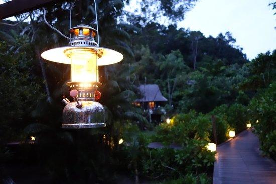 Gaya Island Resort : boardwalk to the villas