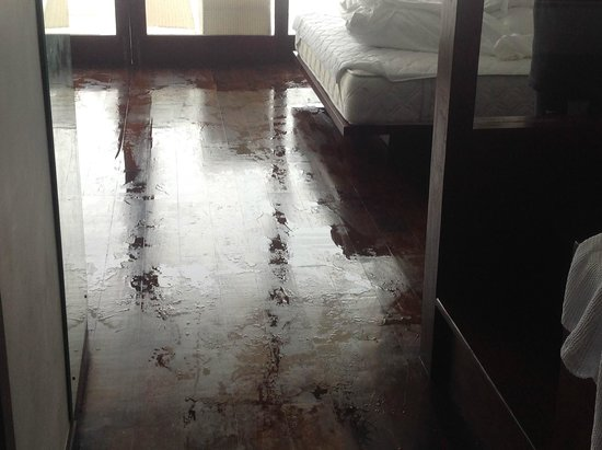 Balapitiya, Sri Lanka: Flooded rooms