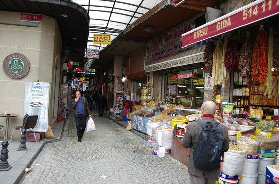 Mezquita de Rüstem Paşa: 入り口付近の商店街