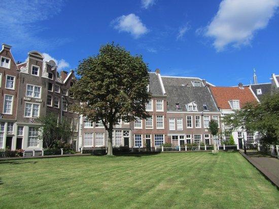 Ein Ruhiger Innenhof In Amsterdam Picture Of Hotel Van
