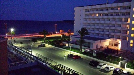 Sumba/Borneo Hotel: evening view from balcony