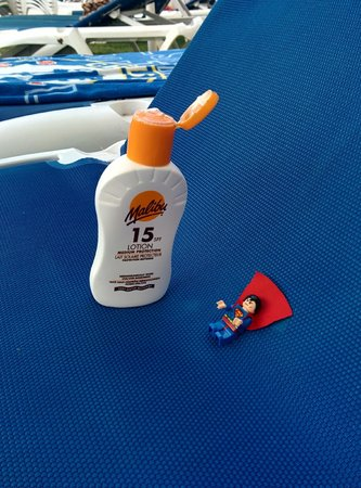 VIK Gran Hotel Costa del Sol : superman sunbathing