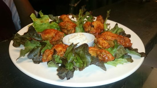 Ling Uan (Fat Monkey): Buffalo wings