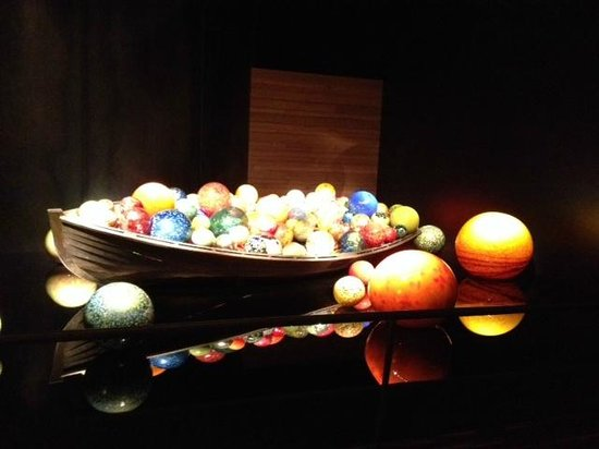 Chihuly Collection : Boat filled with glass bubbles