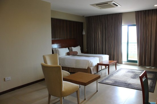 Harbour View Suites: King Room
