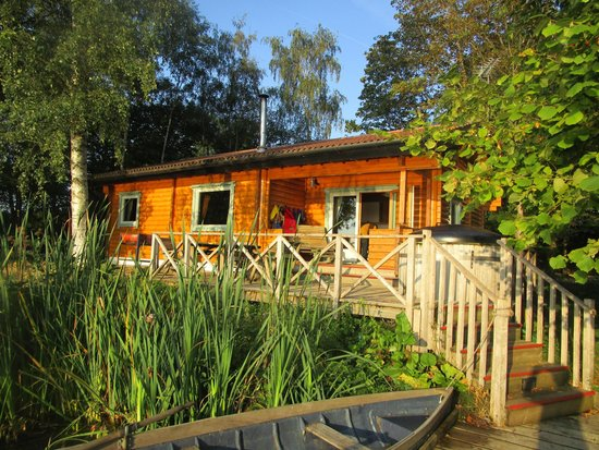Log House Holidays: island lodge