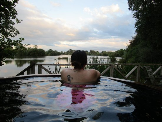 Log House Holidays: hottub with a view