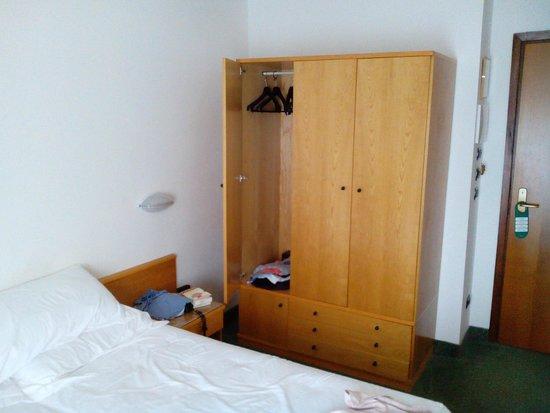 Hotel Milano: Schrank Ohne Fächer