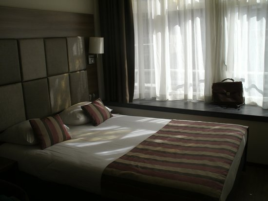 Hotel Cordial: Le lit