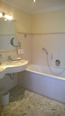 Landhotel Marienschlossl Eichingerbauer: Our bathroom