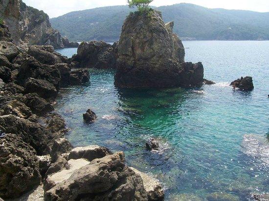 La Grotta Beach: lazurowe morze