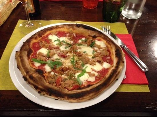 Pizzeria Asso De Cope: pizza bufala tonno e peperoni alla brace
