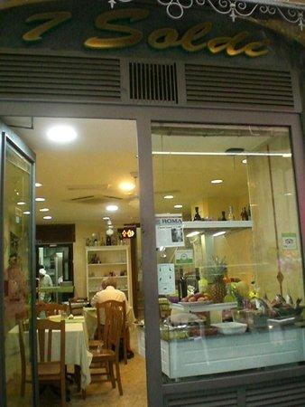 Antica Pizzeria Ristorante 7 Soldi dal 1962: interno giorno