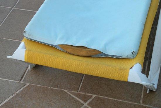 Dorisol Florasol: trou dans les matelas pour bains de soleil