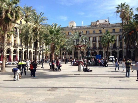 Placa Reial : A beautiful and picturesque spot very easy to get to