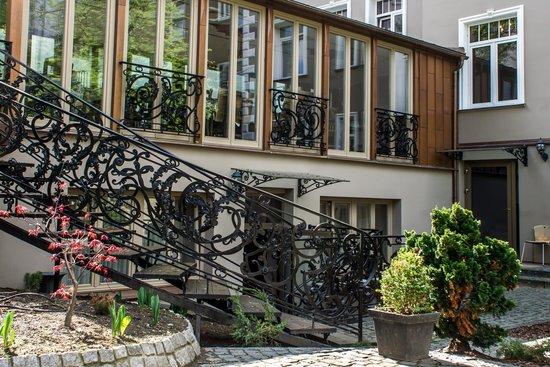 Hotel Hamburg Altona: Blick auf den Wintergarten