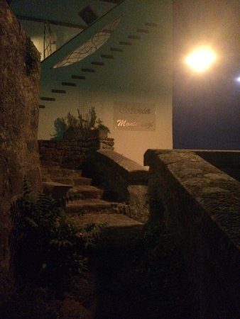 Osteria di Montegonzi: Hidden entrance just down tithe right