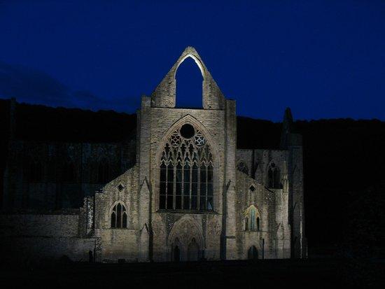 Best Western Royal George Hotel: Tintern Abbey