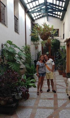 Hotel Rural Masia La Mota: patio central de la masia...hace unos días