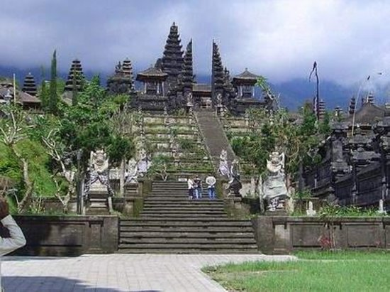 Beraban, Indonezja: besakih tample is the mother tampl www.balispeakingdriver.com for mor information