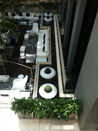 Oryx Rotana Doha: SkyLounge design