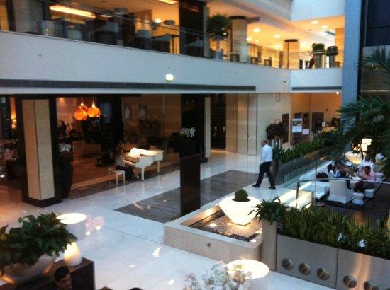 Oryx Rotana Doha: Oryx lobby area and piano afternoon