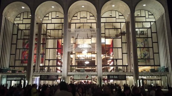 The Metropolitan Opera: Fachada