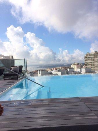 Piscine en rooftop photo de epic sana lisboa hotel for Piscine lisbonne