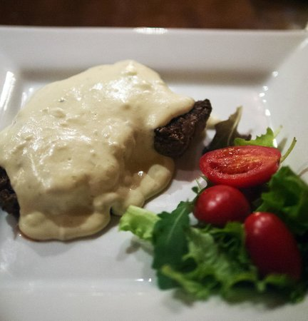 Braceria Le Gole di Cerbero : Steak with blue cheese sauce