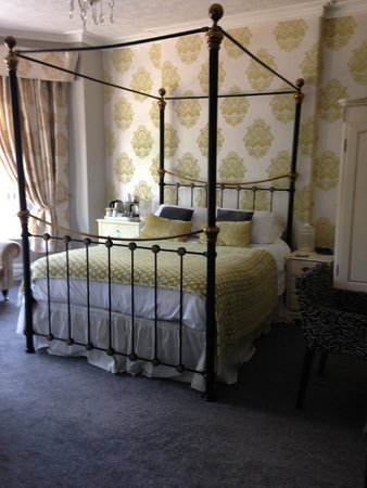 Kilmorey Lodge: Family room - four poster