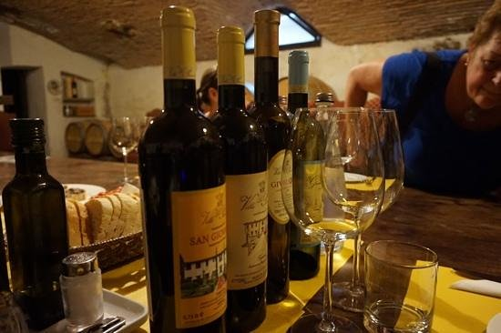 500 Touring Club: Wine tasting in the cellar