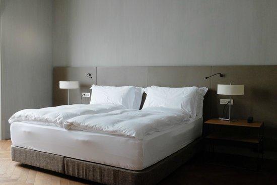Alma Barcelona: Comfy bed; separate duvets!