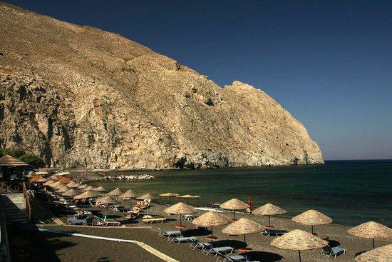 Iliada Hotel: Black beach in perissa