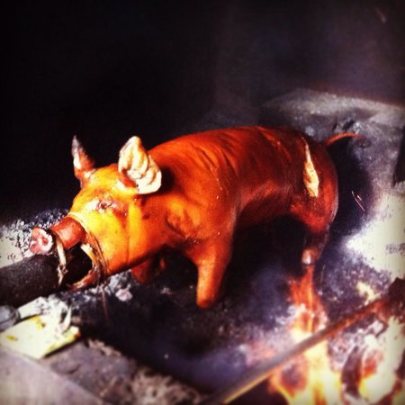 Warung Babi Guling Ibu Oka 3 : Whole roasted