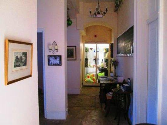 Weston Manor Bed & Breakfast: Entrance / Lobby