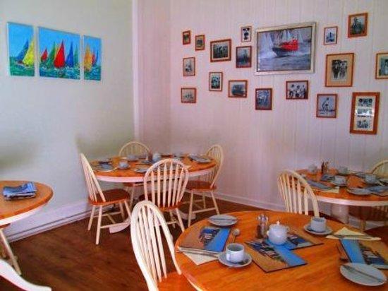 Weston Manor Bed & Breakfast: Breakfast room