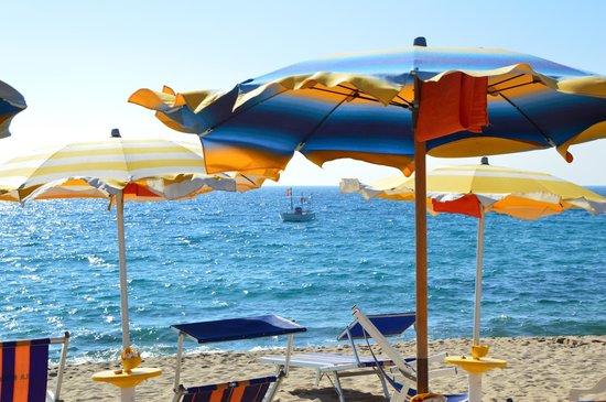 Hotel Ristorante Antica Marina : la spiaggia e il mare alle h. 19