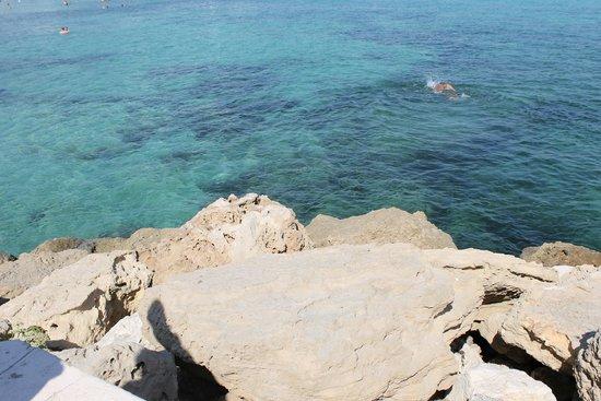 ليماناكي بيتش هوتل: море у пляжа карусос бич