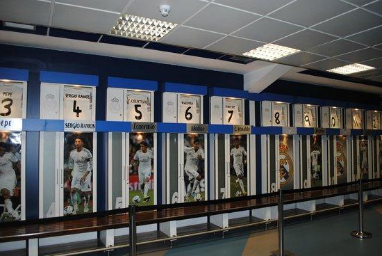 Lo spogliatoio del real picture of stadio santiago for Puerta 6 santiago bernabeu