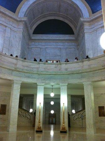 State Capitol: rotunda