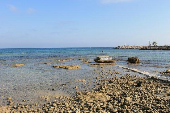 ليماناكي بيتش هوتل: пляж karousos beach